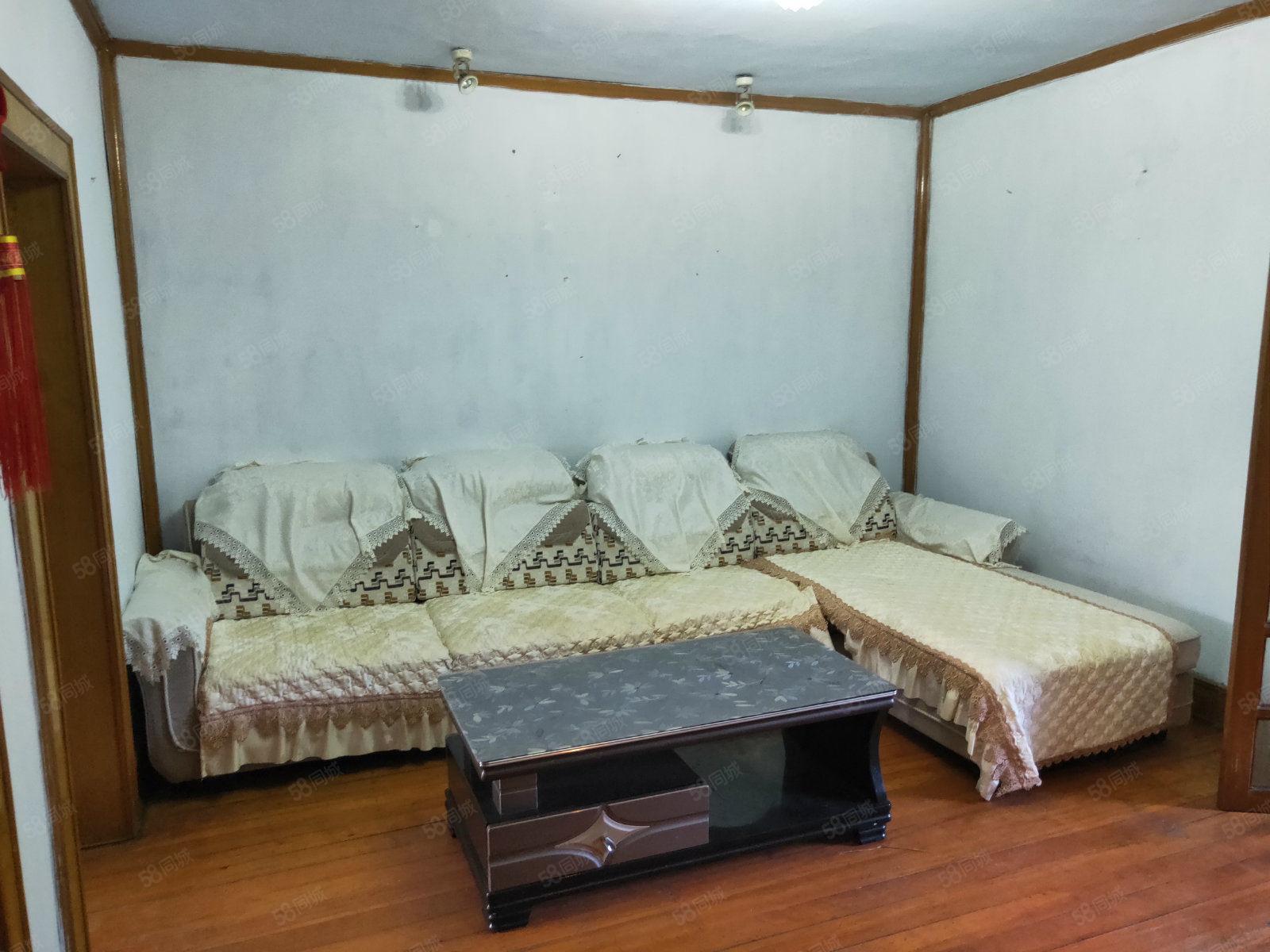 新馬路社區簡裝正兩室出售,家具家電齊全,拎包入住