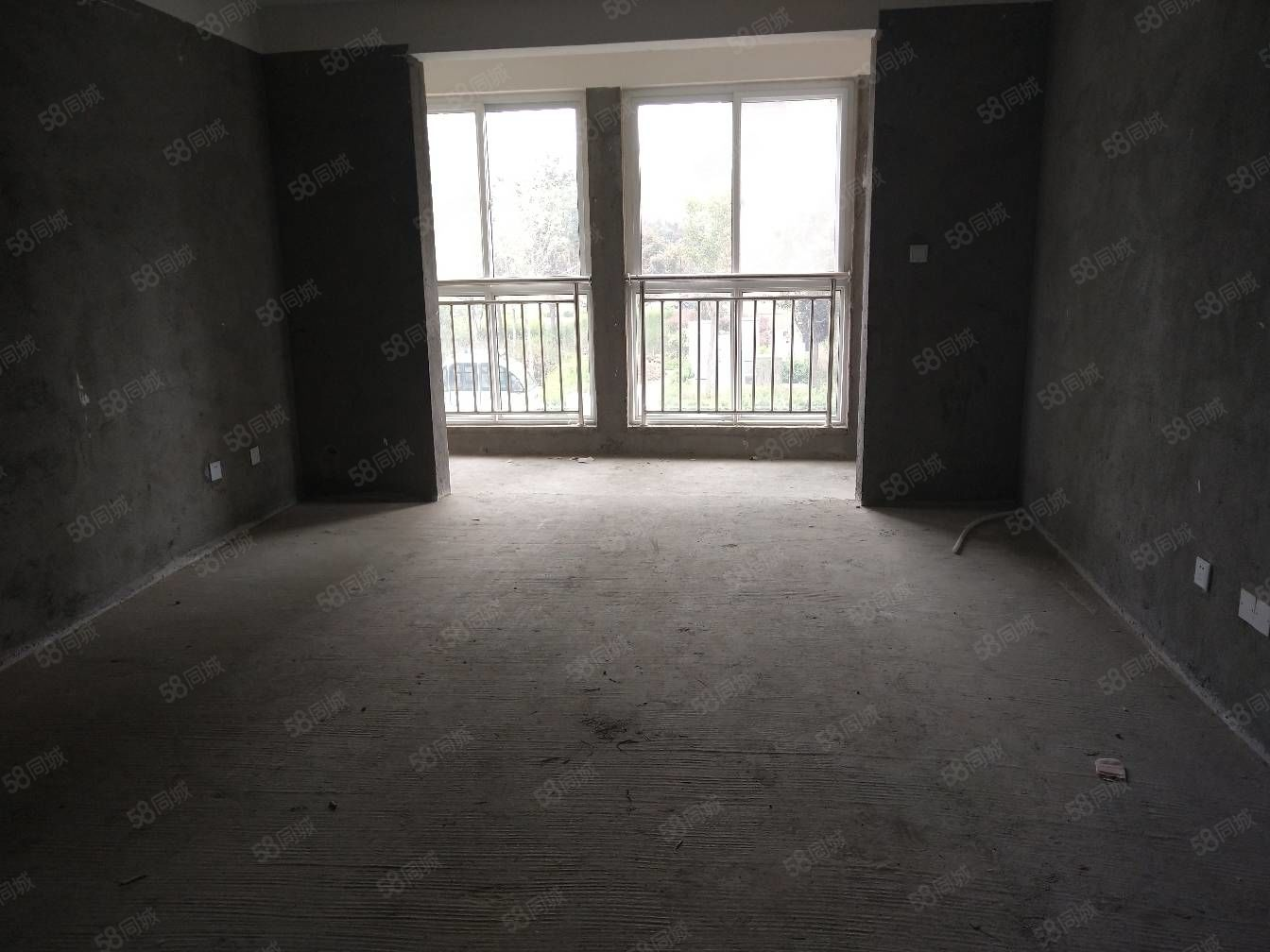 急售金域中央电梯房,房东包过户,价格合适,就卖几天,手慢无