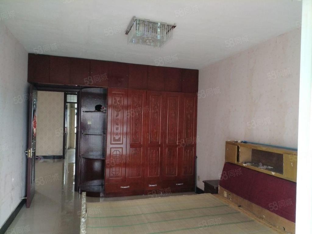 中正苑多层三室简单装修有储藏室看房提前联系