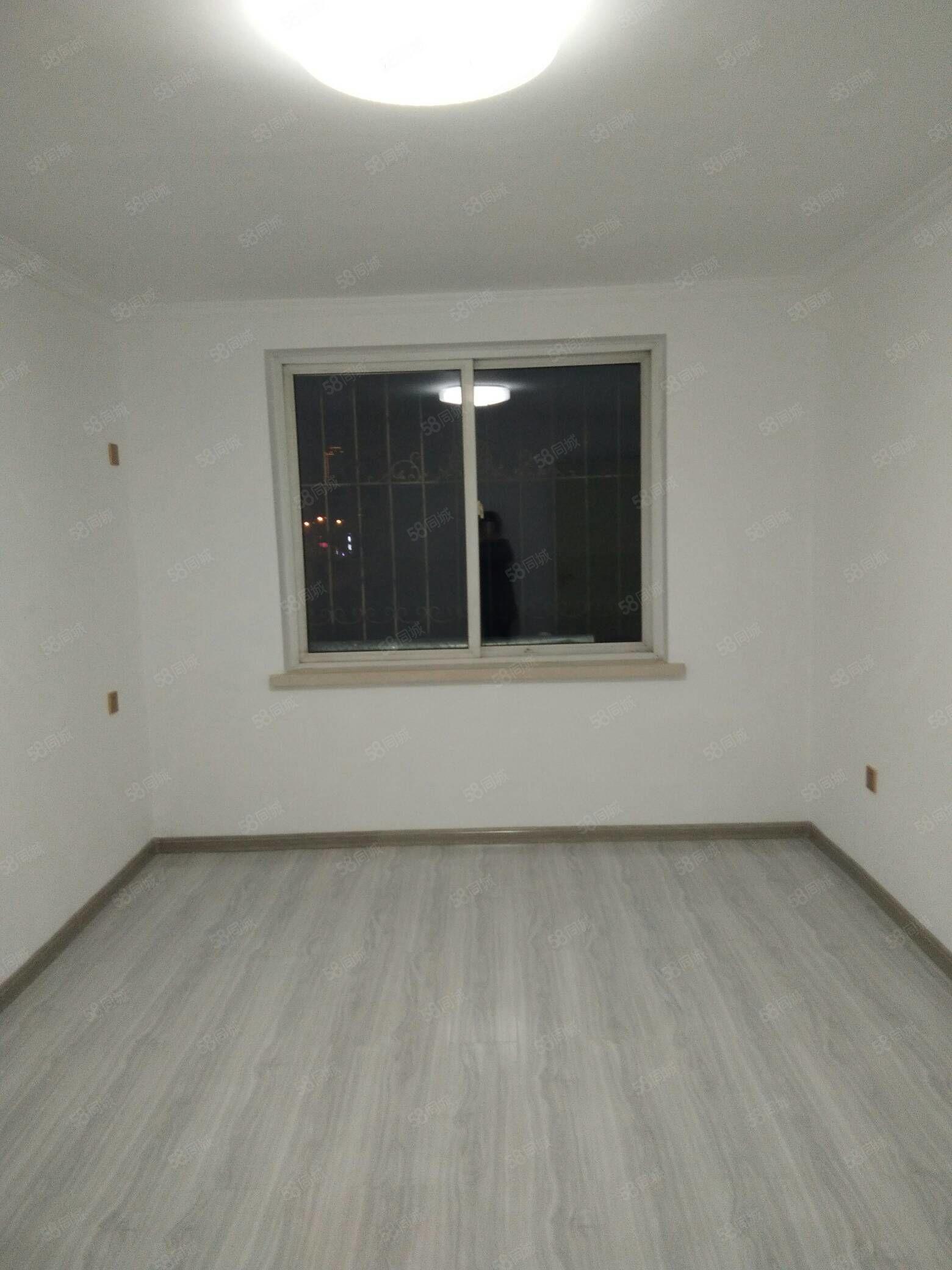盛世新城56平三樓三陽格局精裝修地暖24.8萬可貸款
