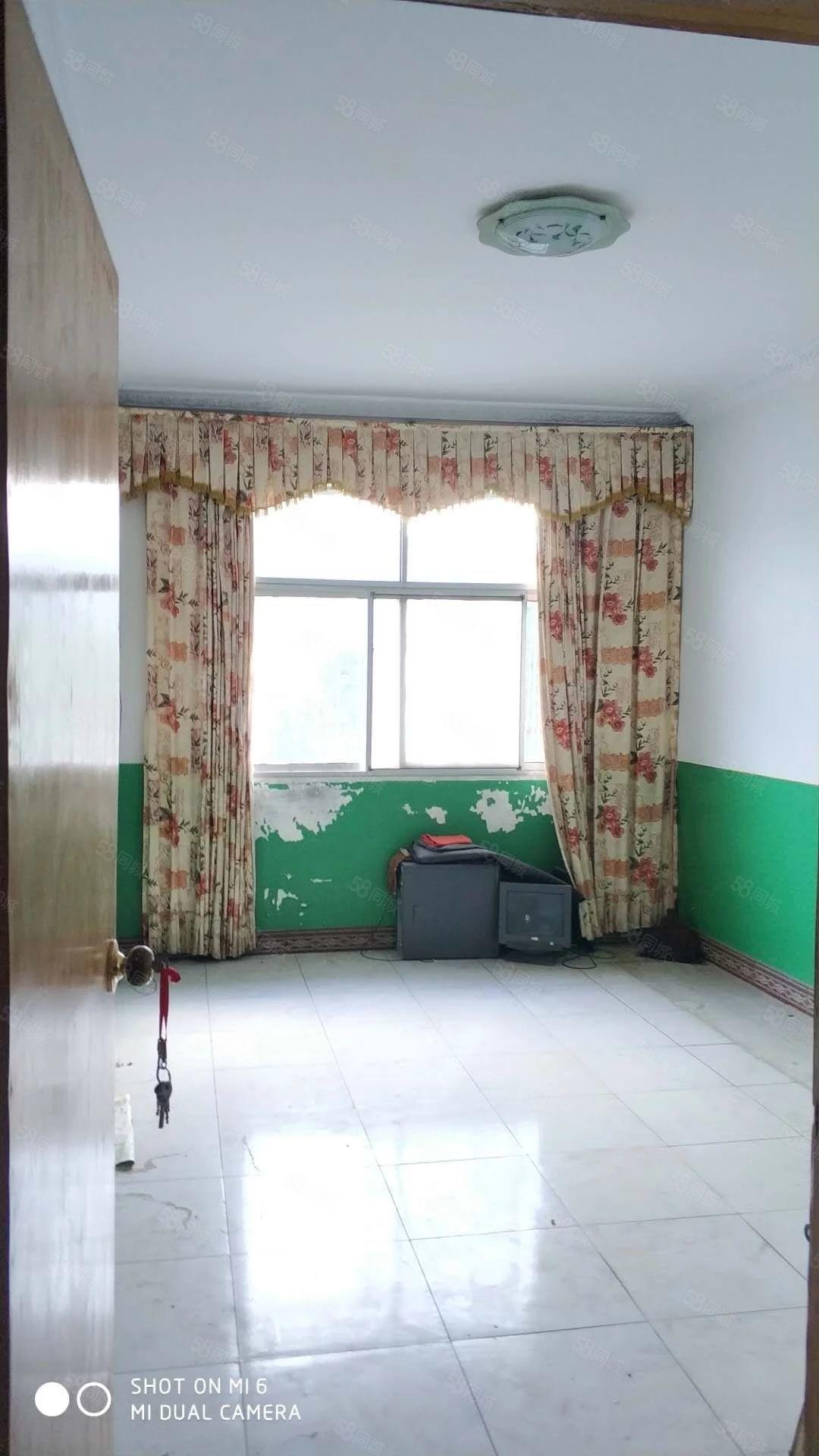 竹山《县政府大院》精装三室厅一卫楼下车位充足随时过户