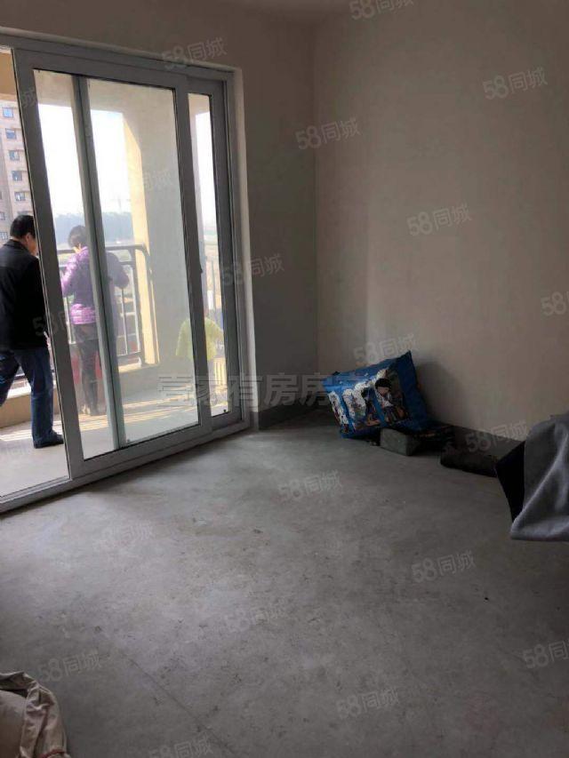 城东新苑2房朝南,前无遮挡,中间楼层,采光刺眼
