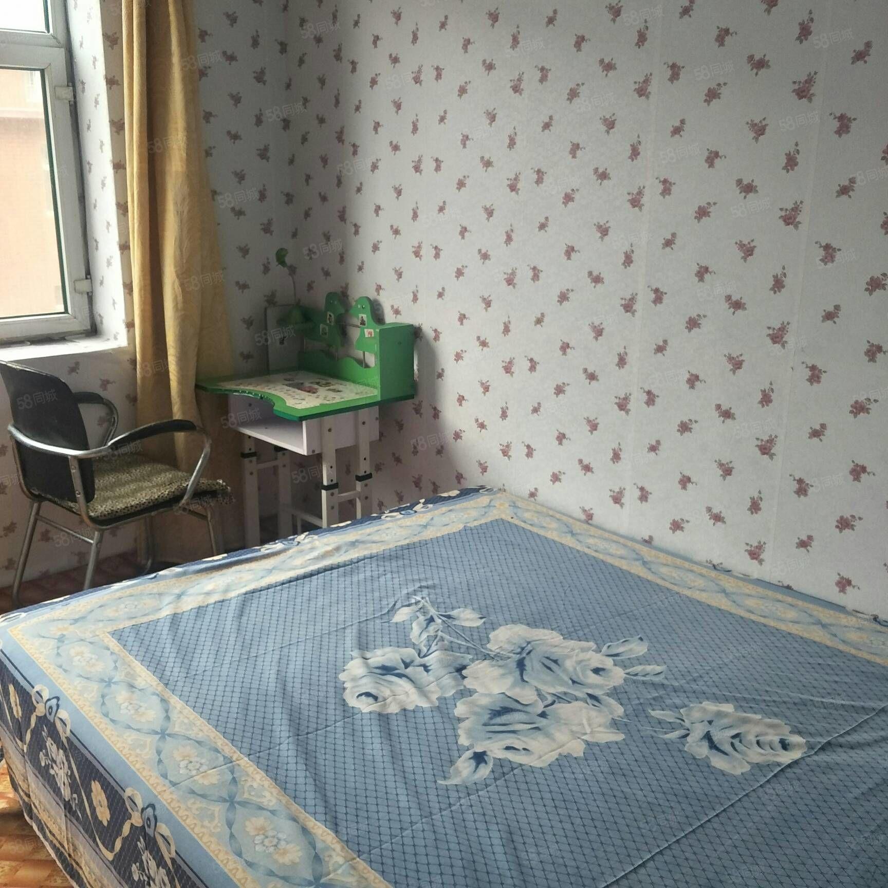 興達富苑三樓一室一廳,家電齊全,拎包入住,小區環境好