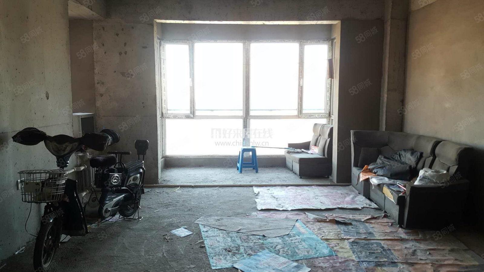 石化新区B区,清水房三室两卫,能贷款,能贷款
