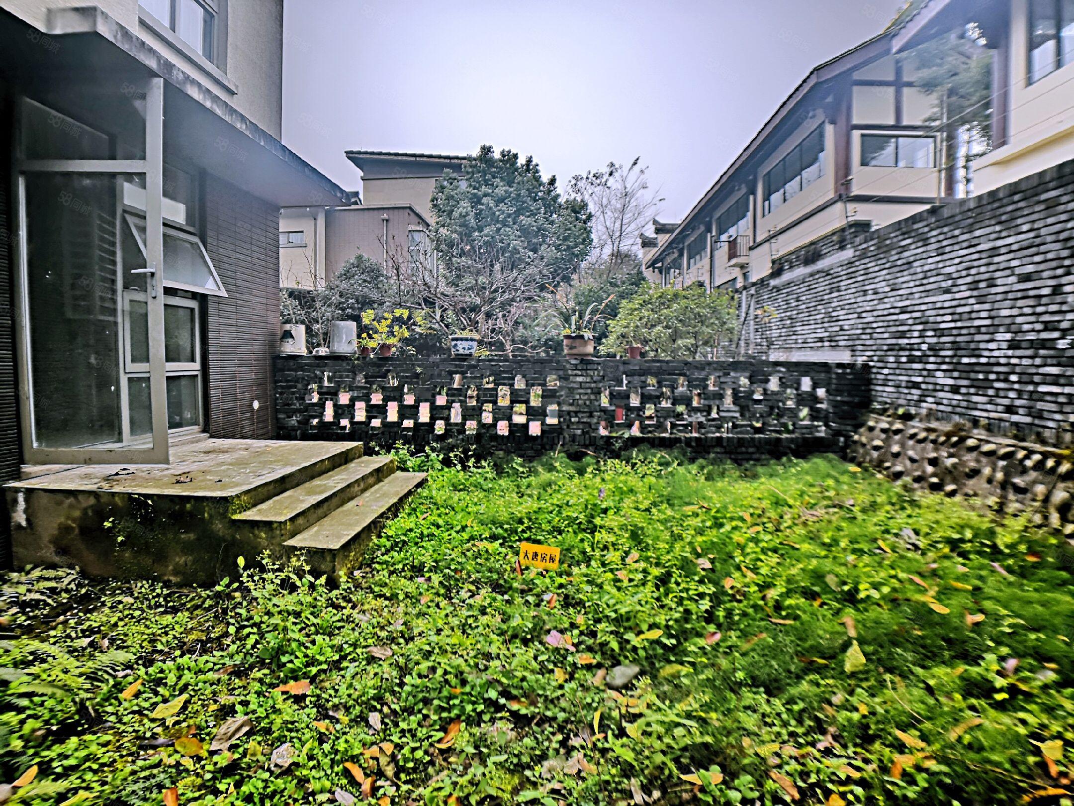 365宅院小别墅带花园40平大套三,交通便利环境优美诚心出售