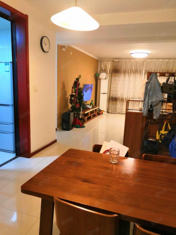 东湖花园4楼精装带车库证满可过户带家具家电