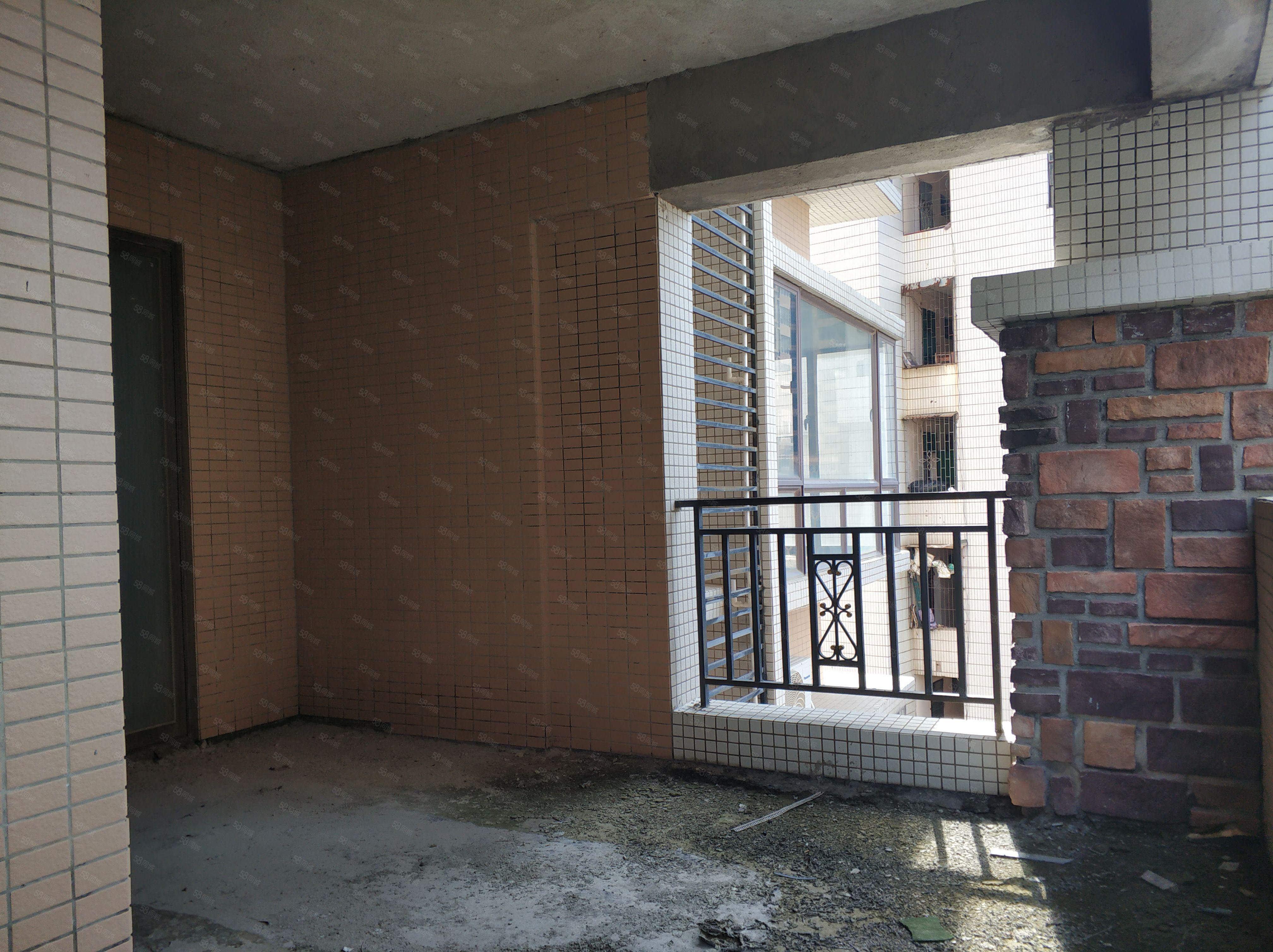 盈翠生态园4房2厅,179平方南北通透低于市场价随时看房