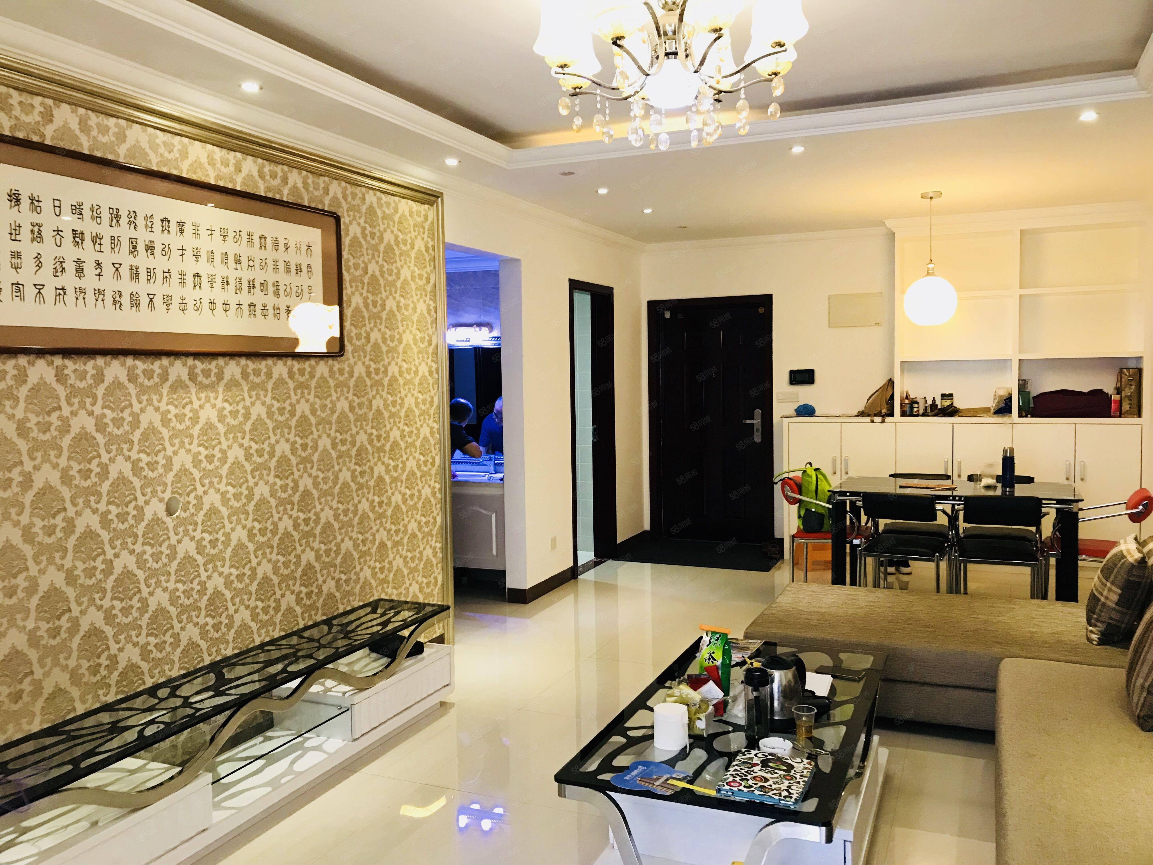 花果園C區雙子塔旁首付17萬三居室房產證過戶隨時看房