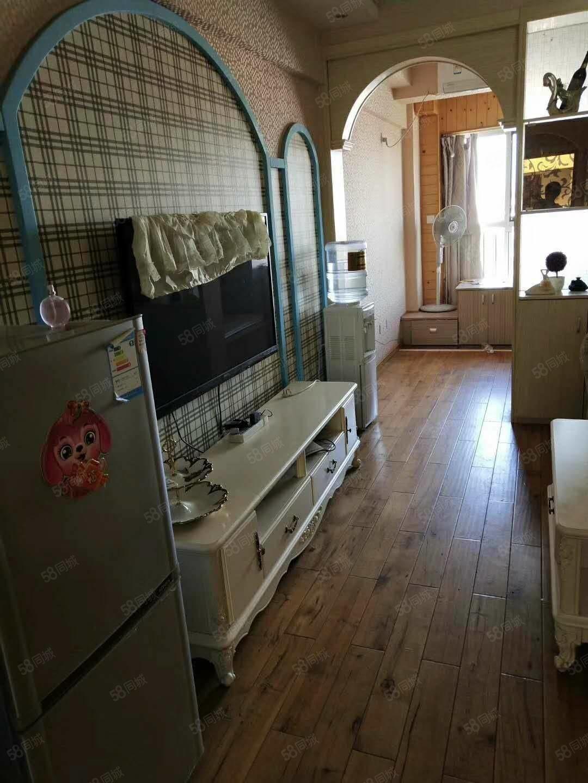 月付月租鸿儒国际御园精装全套一室一厅800起步有钥匙