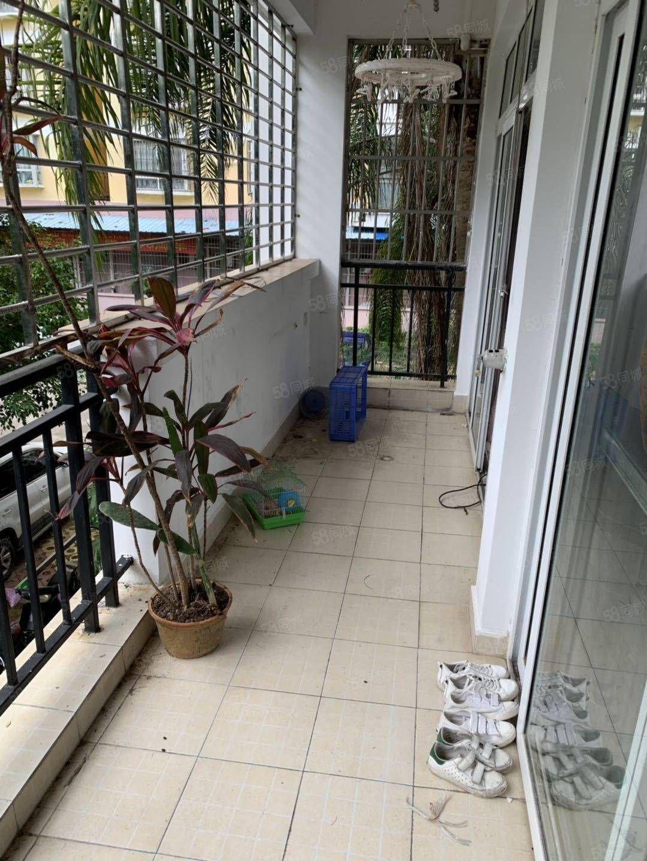 上海路与湖海路交汇处星海名城步梯二楼130平大三房急售78万