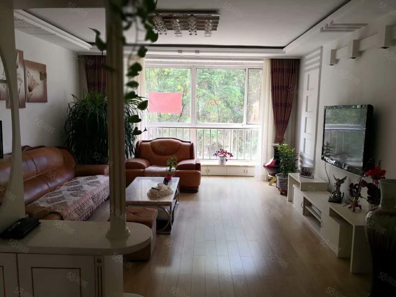 朝阳明珠�i梯三楼两室一厅南北通透拎包入住