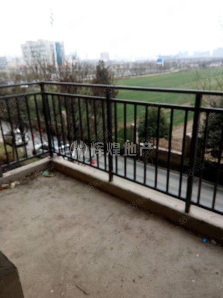 天明城人和苑小区双阳台,有赠送,税满两年可按揭