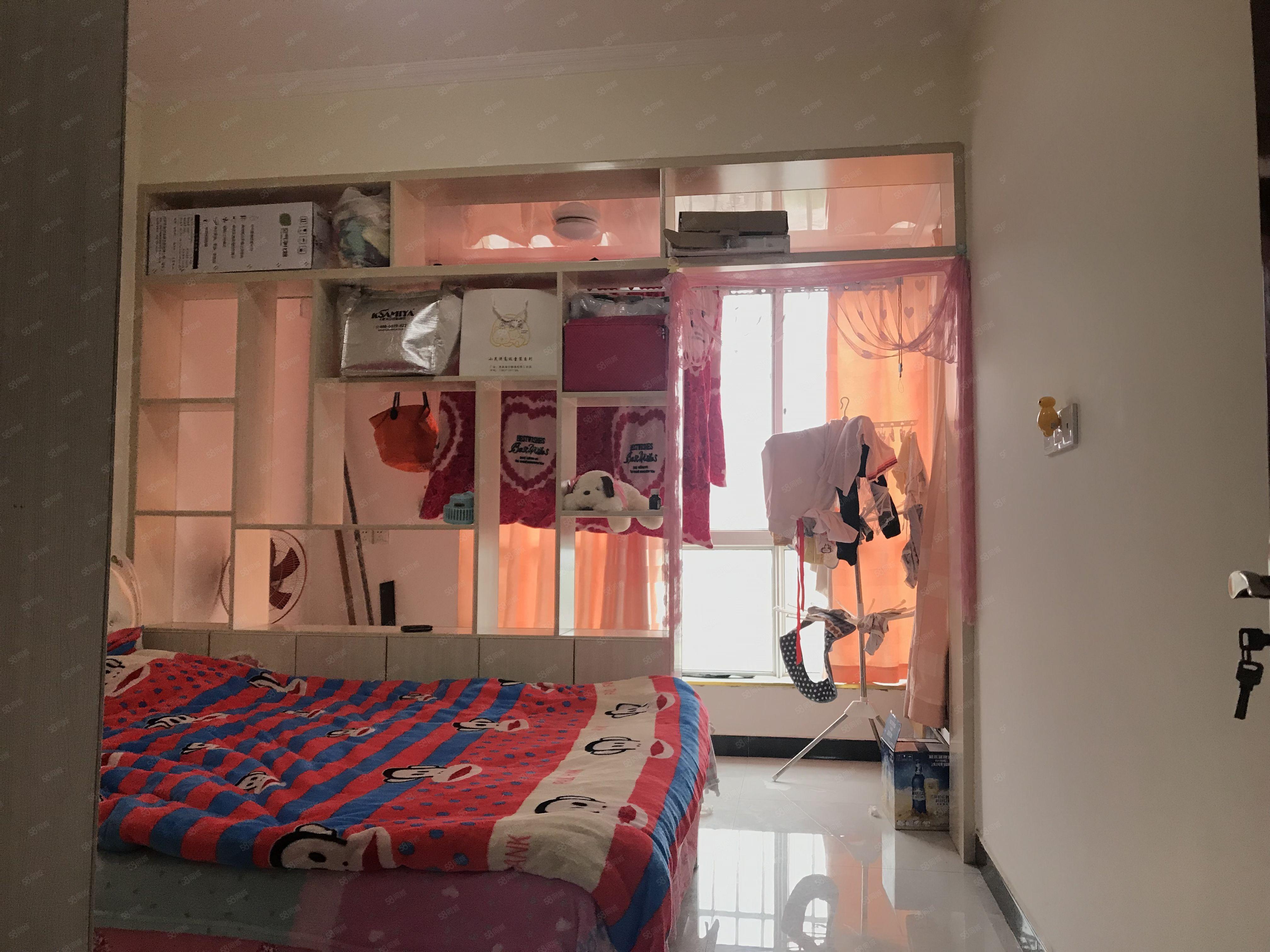 紧临机场路,精装2室,2楼,看房方便,可贷款