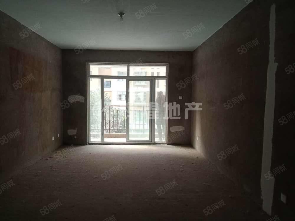 书香门第,毛坯三房两卫,有证可按揭,只需21万即可拥有的住宅