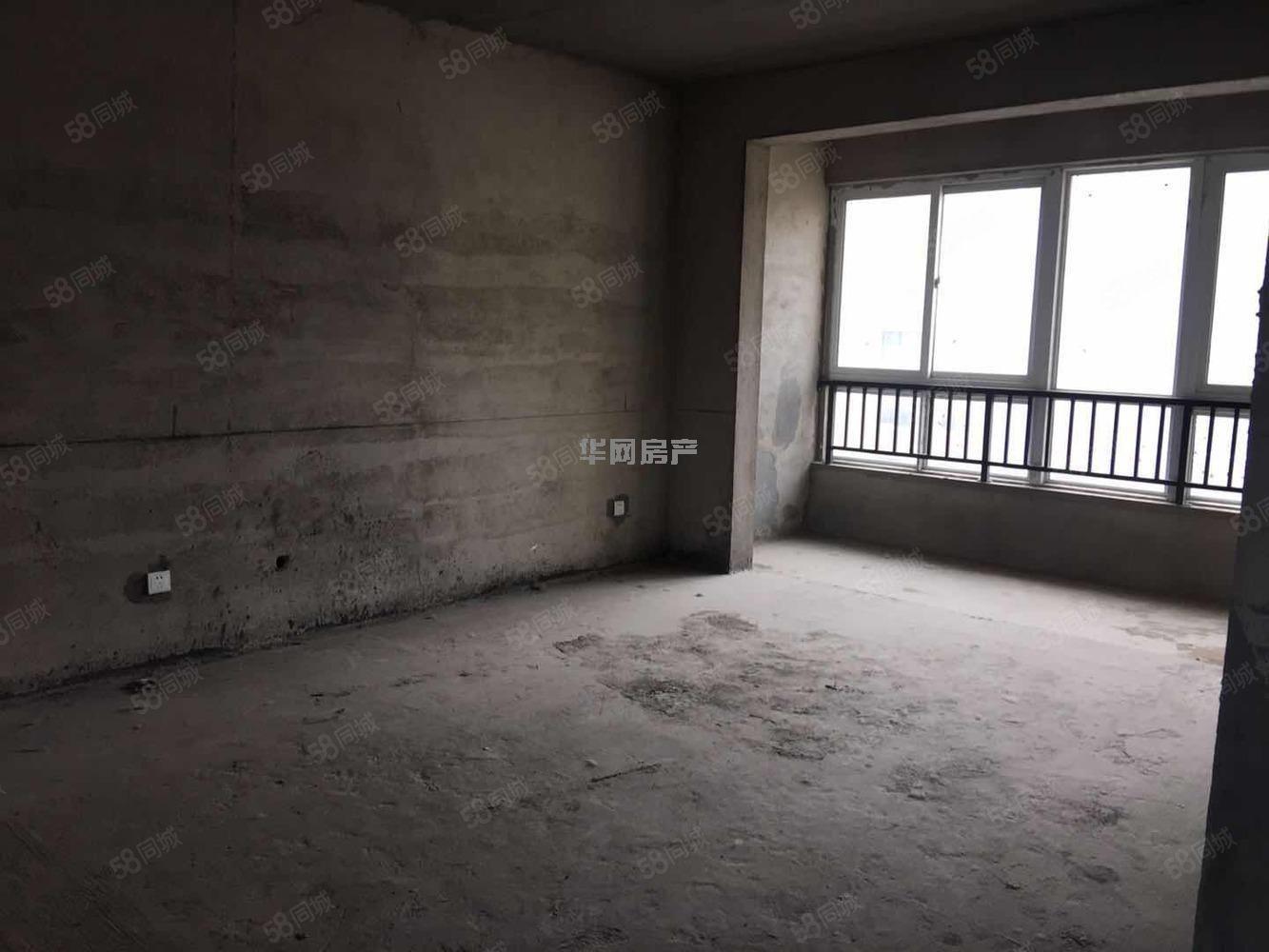 双阳台三室带飘窗装修即可入住