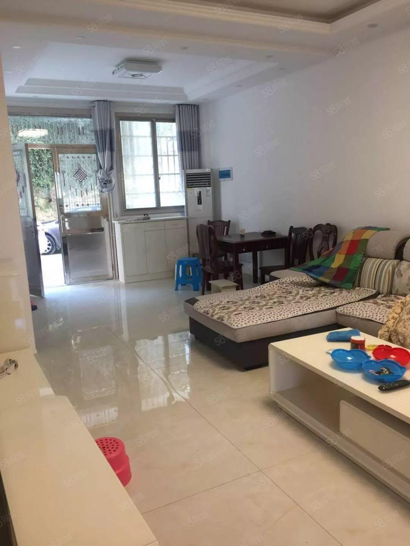 福鑫苑豪装房、两室两厅、90、直接按揭。