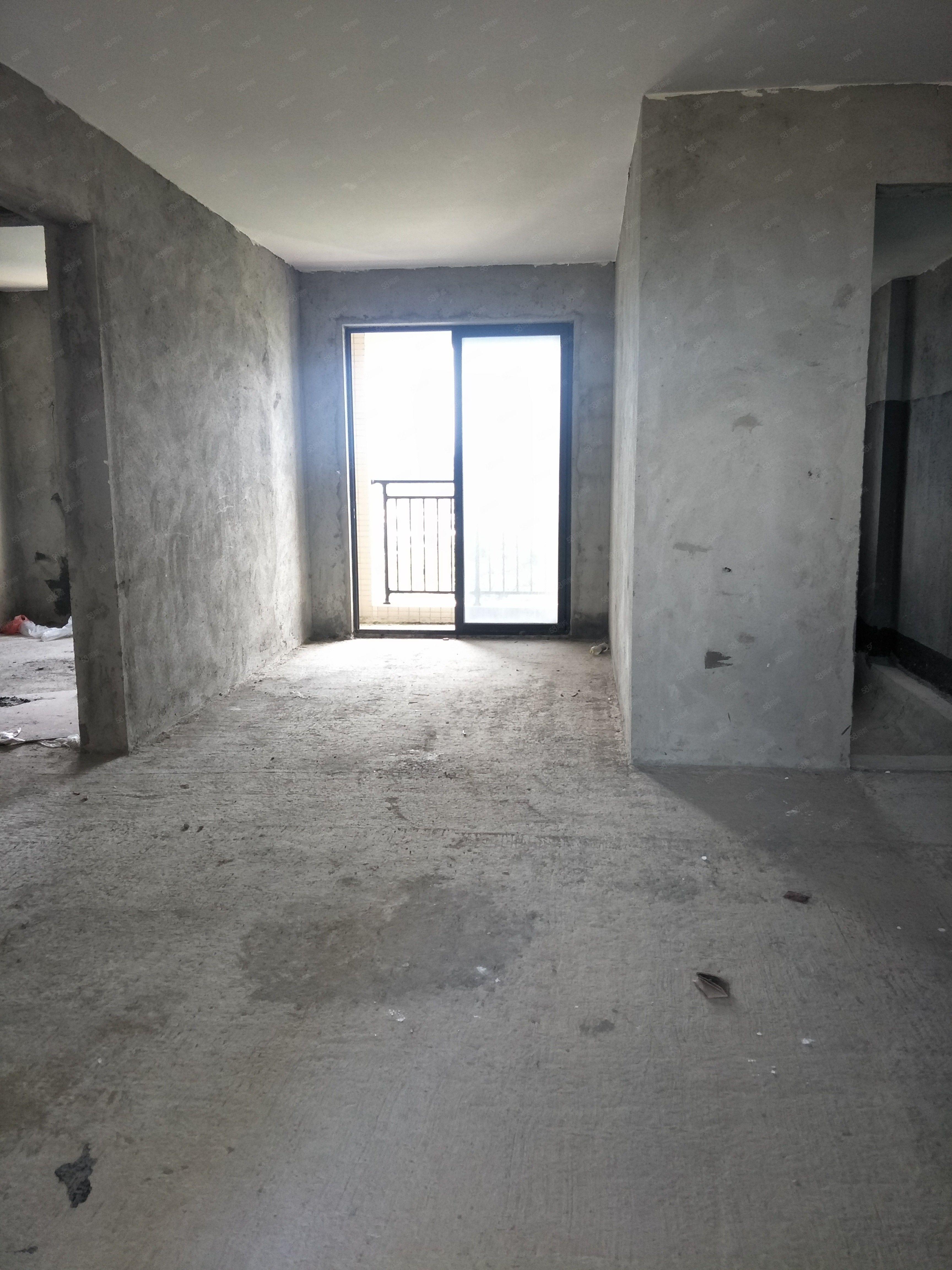 龙熙山毛坯3房111平方南北对流楼层靓售65.8万