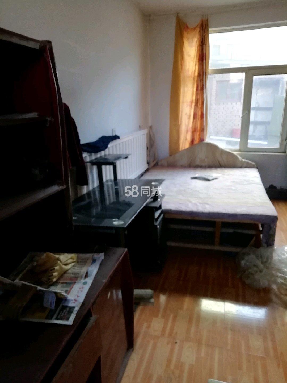 隆興昌鎮新華辦事處中旗南路2室1廳0衛