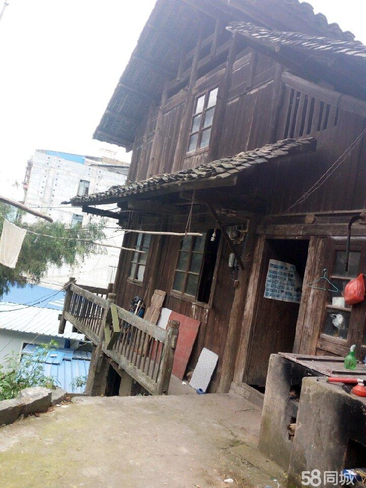 榕江县城临街老宅出售