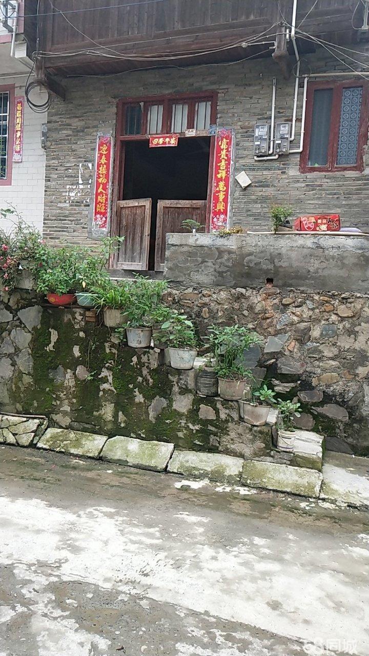 榕江县寨蒿镇,小学附近