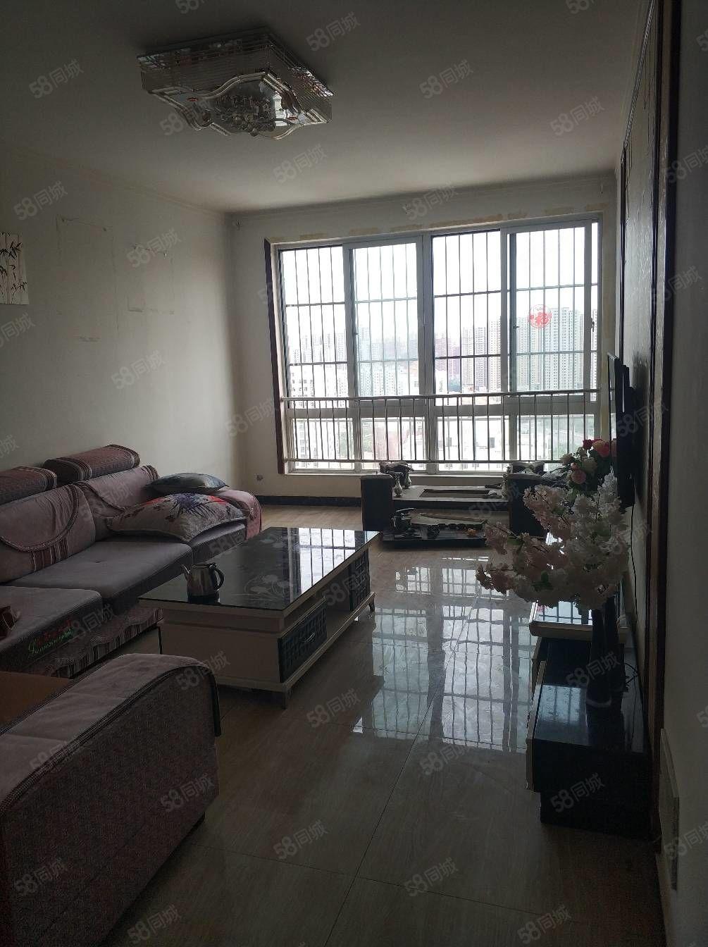 長城路東華易青年城兩室朝陽好樓層萬達商圈送儲藏室家具