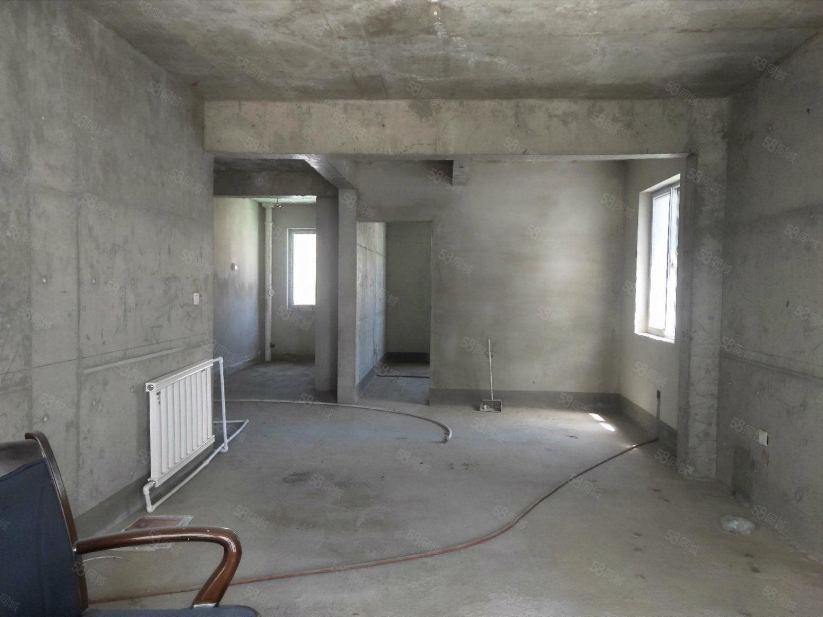 荣景世家位于火车站两居室南北通透可商贷或公积金按揭
