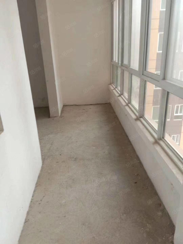 普罗旺斯,滨江花城附近,华建上城电梯中层大三室可按揭