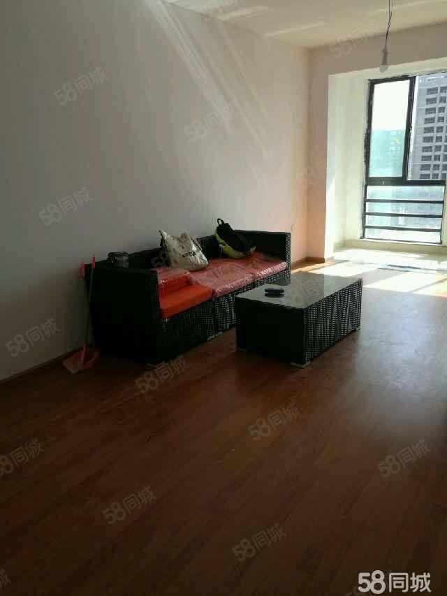 万峰郡府简装两居室带部分家具家电随时可以看房
