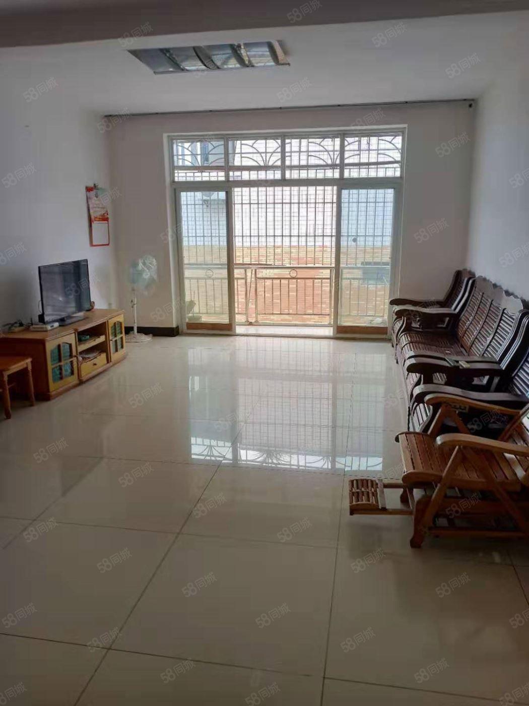 福天路装修3室2厅2卫131平方有家具家电可按揭