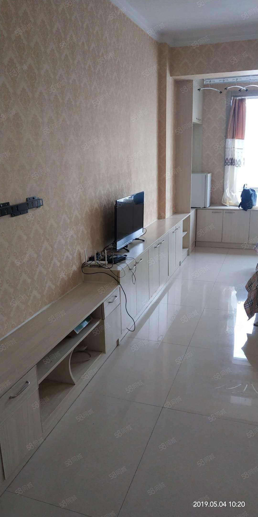 五洲���H�梯3�牵�一室,精�b,年租6500