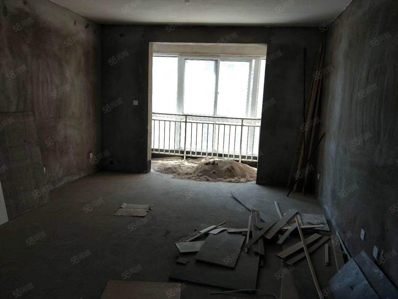 建润未来城电梯三房,毛坯,超值价出售,可按揭,欲购从速