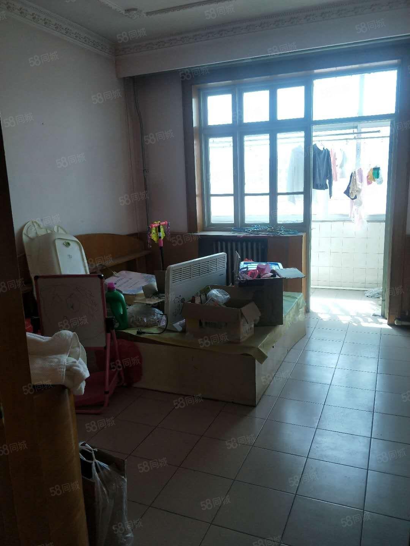 一小学区房好楼层96平米三居室三室朝阳