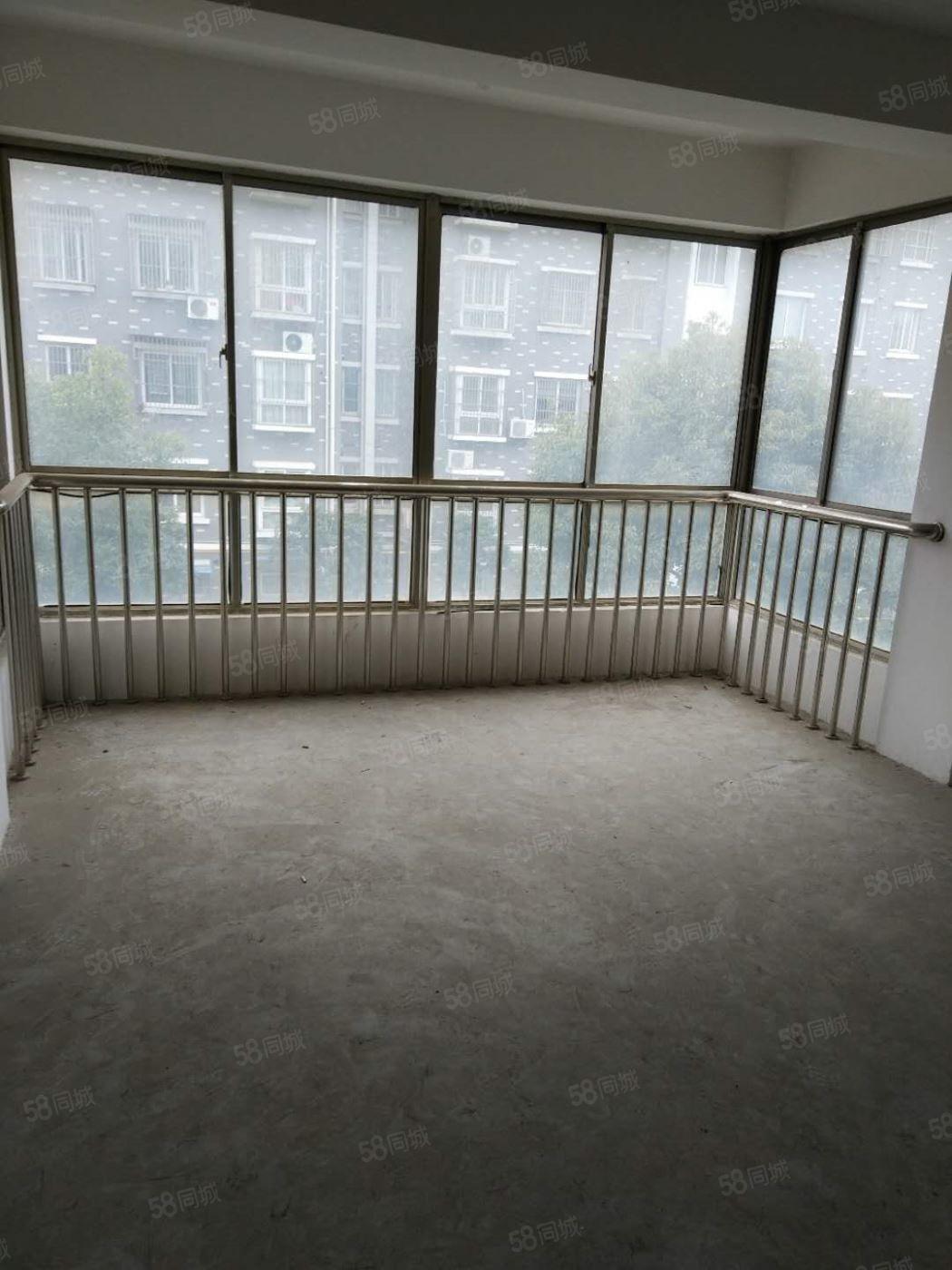 金桥花园3区,3楼,全新毛坯,加汽车库,有证可贷款
