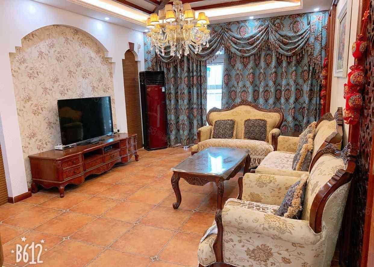 联盟新城豪装大三房,首付25万,带部分家具家电,接受按揭。