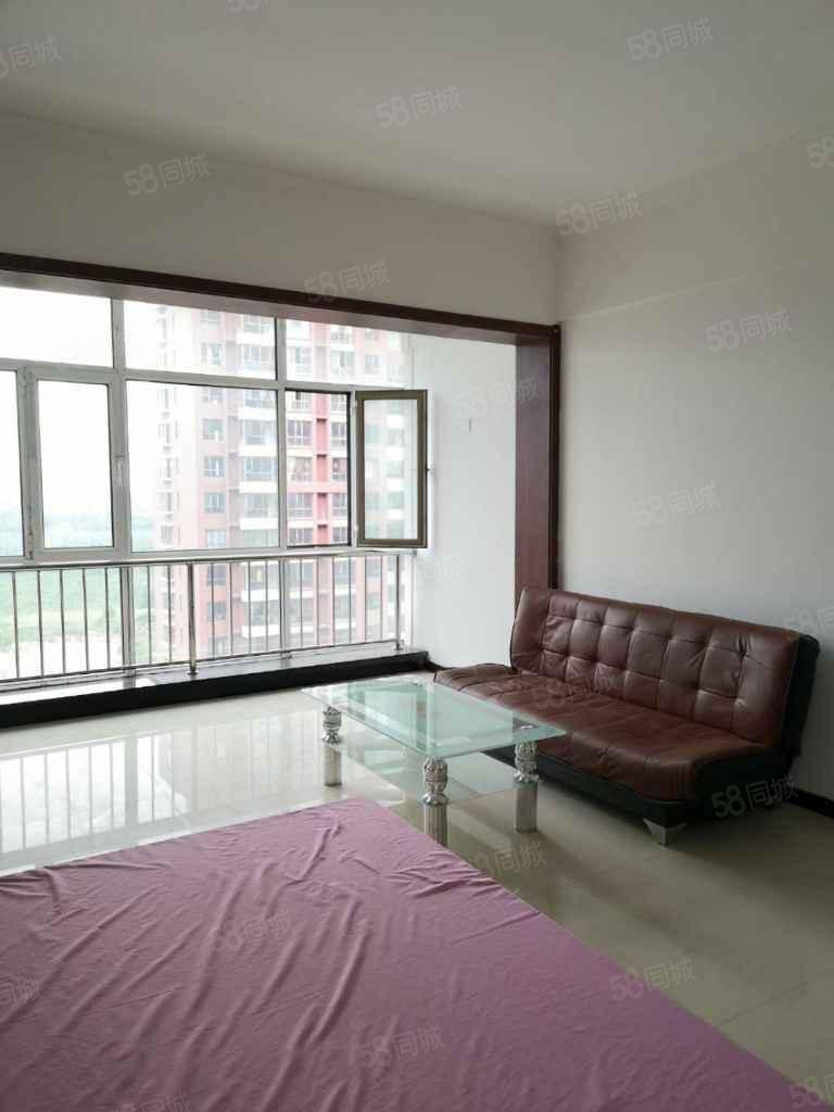 月租房學府青年城公寓十五樓室內干凈家具家電齊全