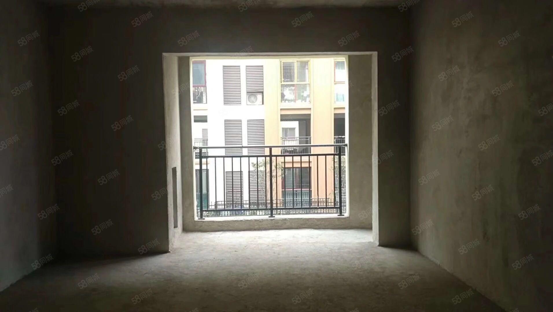 急卖急卖仁山公园带车位一起卖4个房间现房可马上装修入