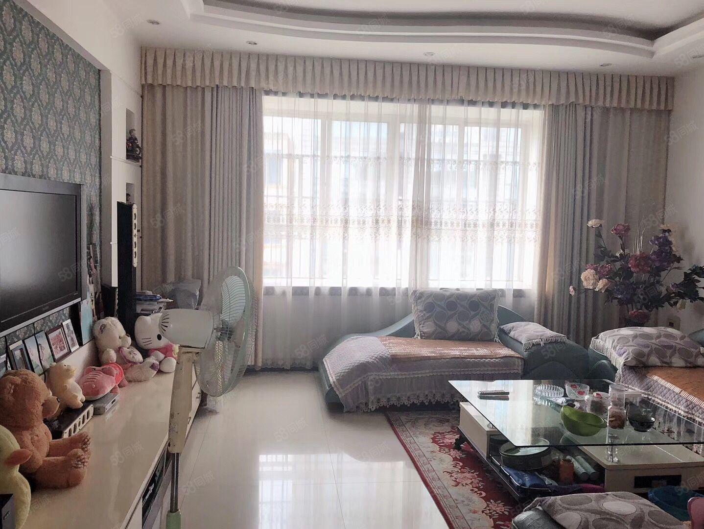 新龙湾大三房精装修带家具家电位置好,楼上已做隔热