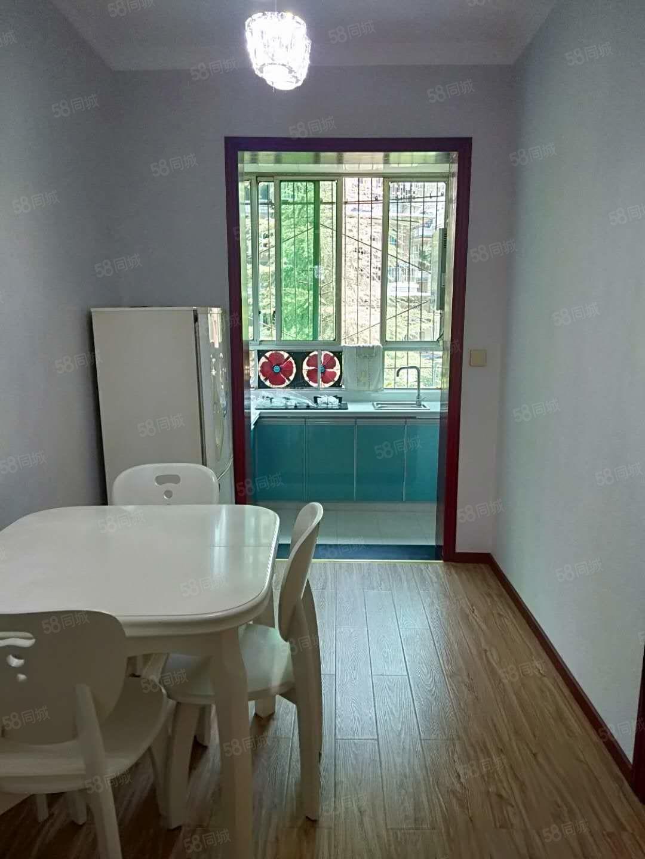 東門廣場附近3樓精裝2室2廳1衛過戶費賣方出38.8萬