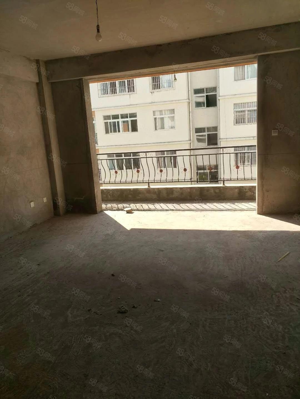 房屋面积137.28,带车库26平米,总价150万