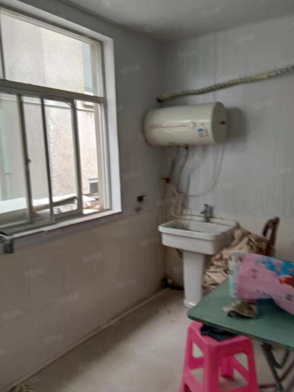 工人路3楼1室1厨1厅1卫630元1个月