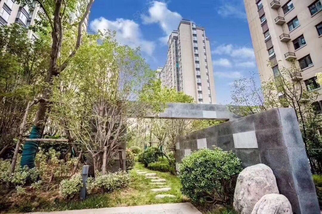 青屏山城,三室两厅两卫,118平方,毛坯可做婚房。