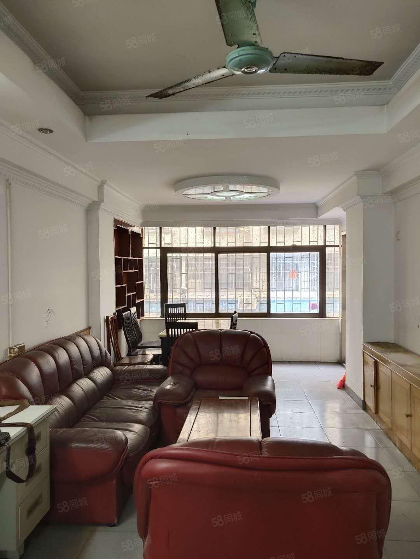 地鐵口筍盤低層三房可改3房特價86萬可貸款鑰匙在手