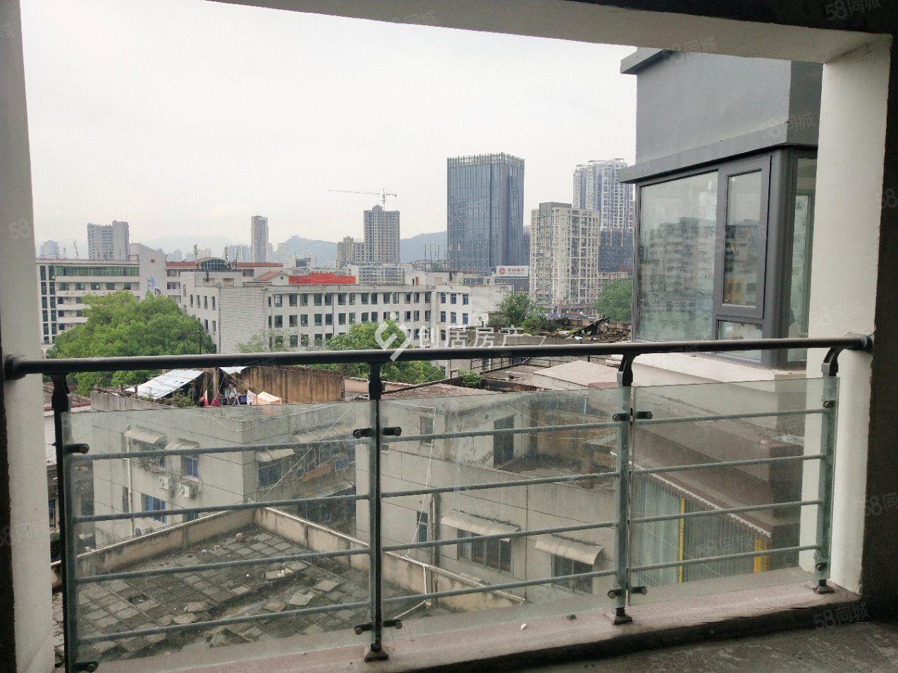 水夢藍庭房東包改合同,看房方便,售樓部七千多一平