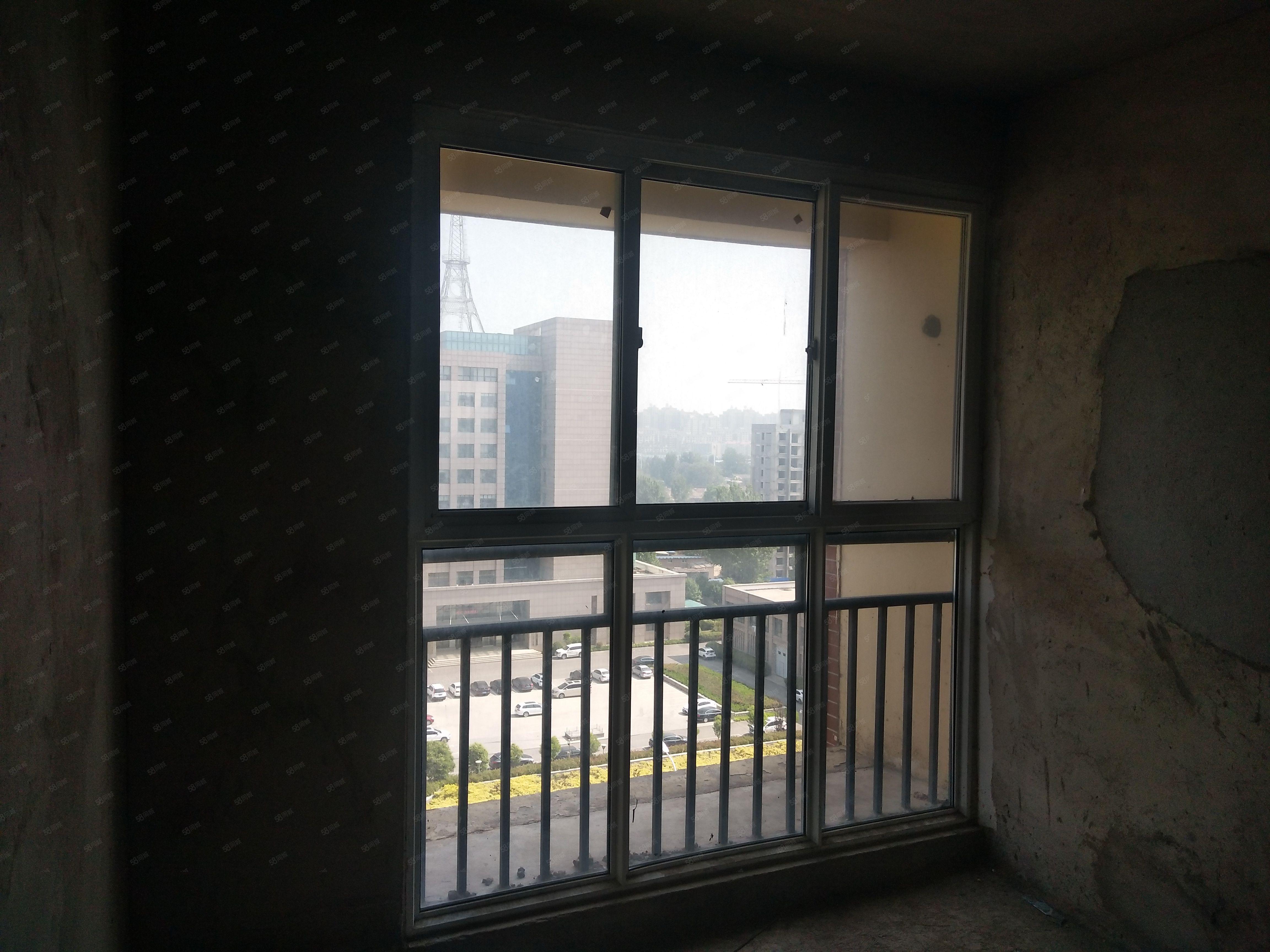 泰和花园电梯三室两卫均价6600可贷款紧挨六中六小