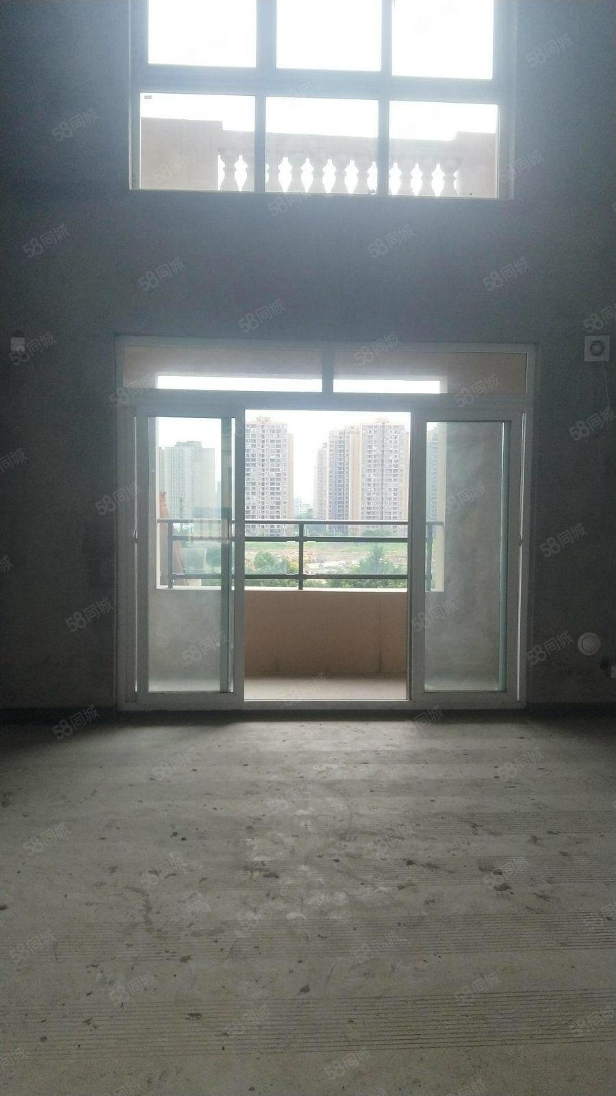 贵博翡翠城顶跃5室2厅2卫带20平米露台首付40万