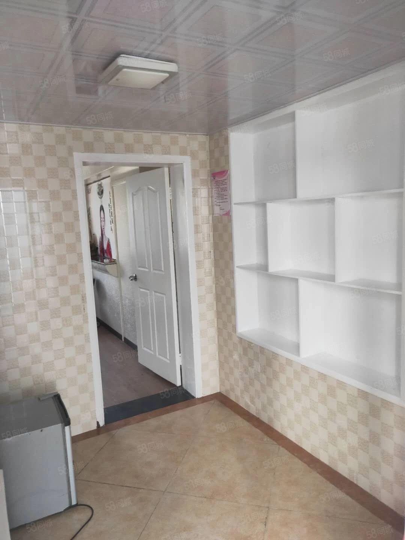 芙蓉州路旁边精装公寓45方租1750可烧饭