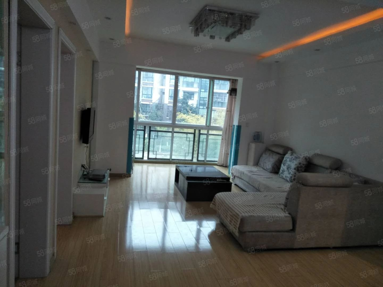 芙蓉金城的精装两室的房子,环境非常的好。