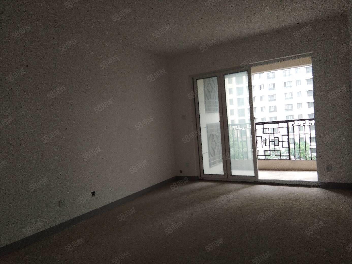 兴汉新区东翼小区电梯中层,三室两卫毛坯一把清48万