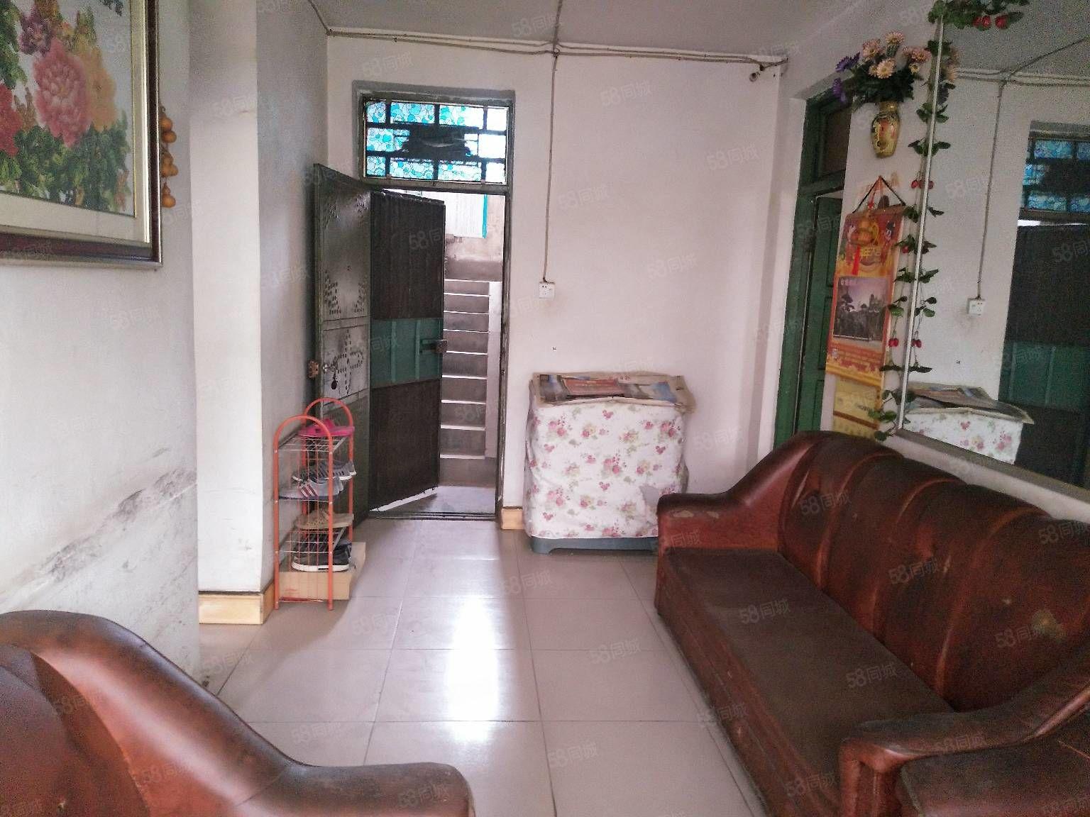 海燕鑫聚附近,老一峰旁边,步梯4楼,简单装修,拎包入住。