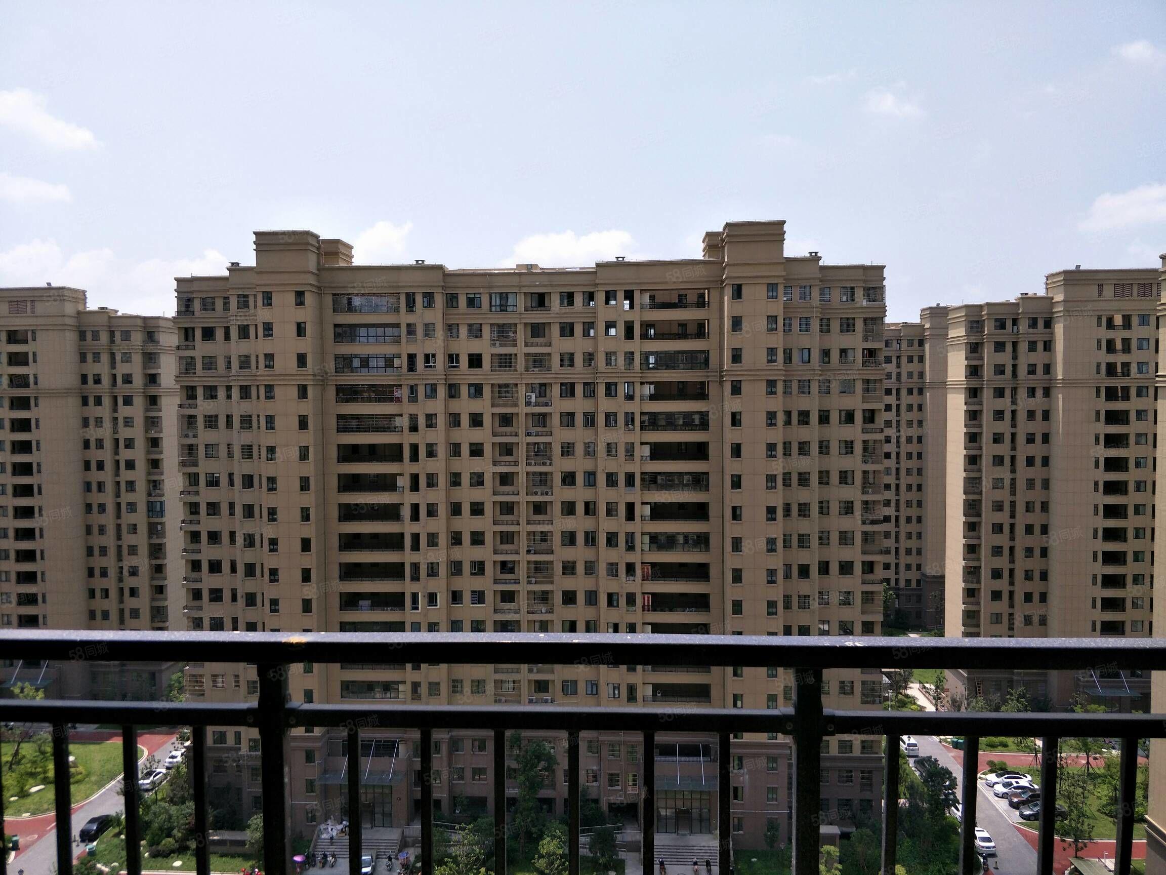 益興名流四房兩廳毛坯房135平米15樓121萬